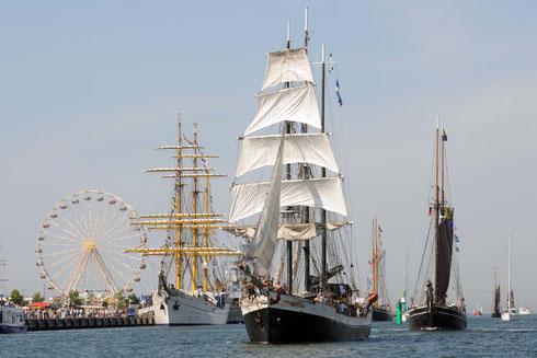 Schiffsparade zur Hansesail