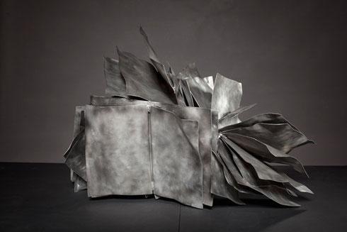 Bücherverbrennung, 100 x 80 x 73 cm, Aluminium, 2010