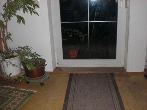 Na, wer schaut denn da zur Tür herein?