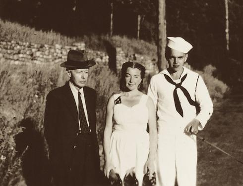 ベーラ、ディッタ、ペーテル。1944年7月、サラナクレイクのセイジマン・コテージの前で。