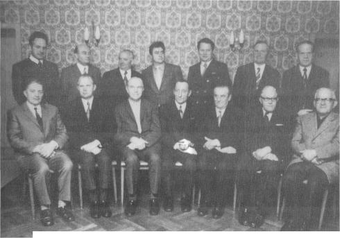 Der letzte Gemeinderat von Holzhausen 1972 oben von links nach rechts: Tebbe, Brandt, (Protokollführer) Gerkensmeier, G. Müller, H. Müller, Schlensker, Macke Unten von links nach rechts: Bahn, Hauenschild, Schrader, Tenge, Schober, Flaake, Block