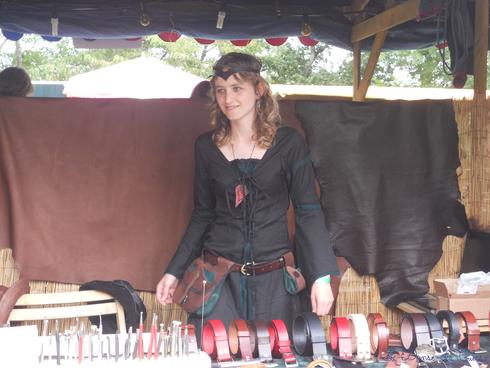 Au marché artisanal de la médiévale de Montaner