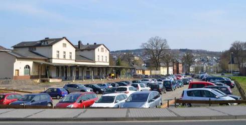 Im Jahre 2015 ist der Bahnhof Olpe auch auf der Gleisseite zum Auto-Hof geworden (Aufnahme: Yvonne Clemens, Siegener Zeitung)