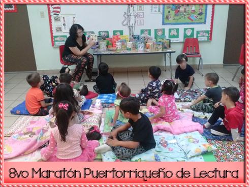 Mamá en acción, leyendo cuentos. La maestra se quedó ronca por tanto leer en la voz del lobo feroz.