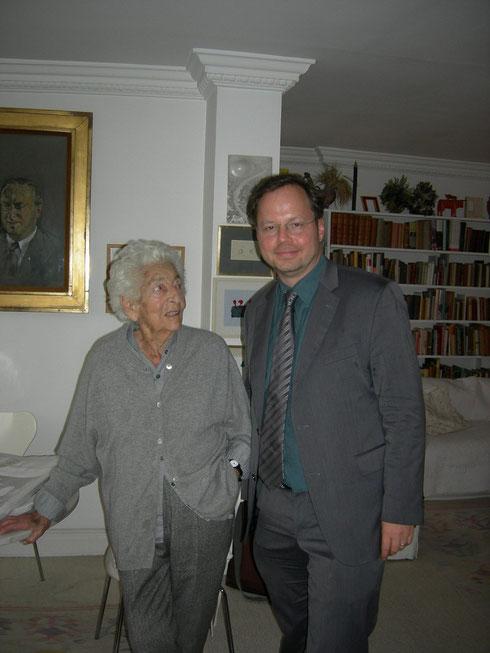 Zu Besuch bei Elsbeth Juda in London: FLS-Vorsitzender Martin Frenzel, Okt. 2012 - Foto: FLS