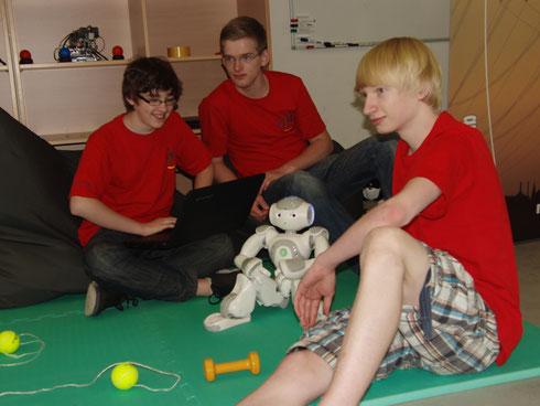 Das Team bei der Eröffnung des DLR.School_Labs in Aachen