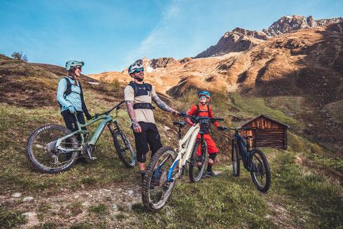 Familienausflug in den Bergen auf Haibike e-Mountainbikes 2021