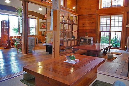江戸時代末期の米蔵を移築した、手作りにこだわる和カフェ