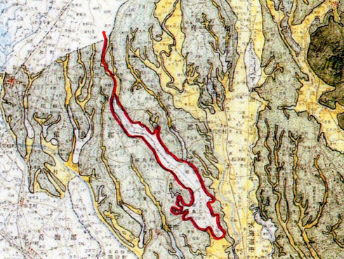 中世の飯沼。赤線で囲った部分。『茨城県史 中世編』付録の地図から作成。常総市・報恩寺は飯沼の最南端 にある