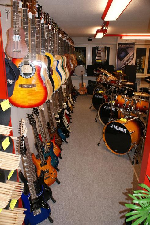 Musikinstrumente,E-Gitarren,Western Gitarren,Klassik Gitarren,E-Bässe,Schlagzeugsets,Keyboards,
