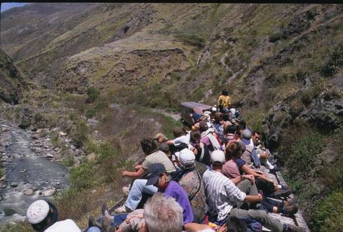 Zugfahren in Ecuador auf dem Dach: Vergangenheit