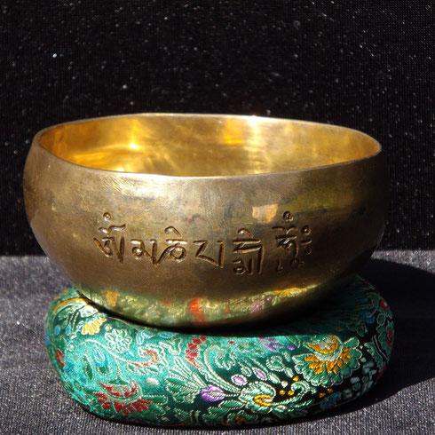 bol tibétain avec mantra de la compassion