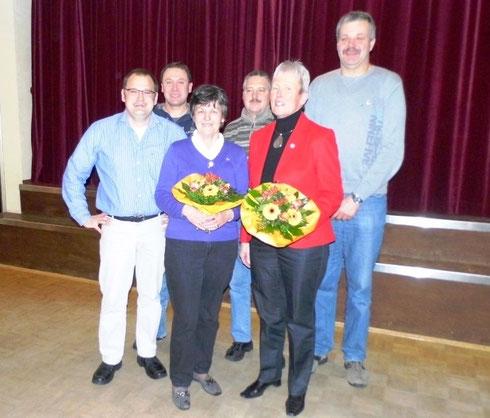 Frank Rottstegge mit den Jubilaren Jens Bohling, Gisela Meyer, Ralf Behrmann, Annegret Busse und Rainer Meyer (v.li.)
