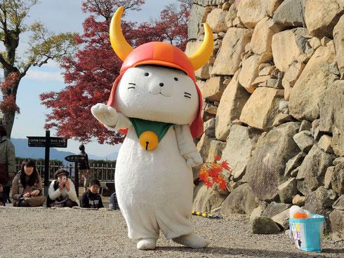 Hikonyan vor dem Schloss in Hikone