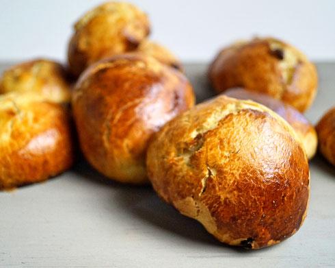 weiche Hefebrötchen mit Rosinen zum Frühstück oder zwischendurch