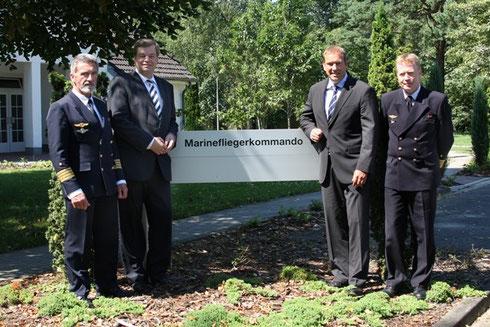 Kapitän zur See Horstmann, EF, Obmann der CDU/CSU im Verteidigungsausschuss Henning Otte MdB, Kapitän Zur See Detlefsen