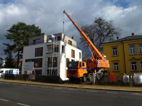 Verlegung Terrassenplatten & Bekiesung auf Loggien & Dach
