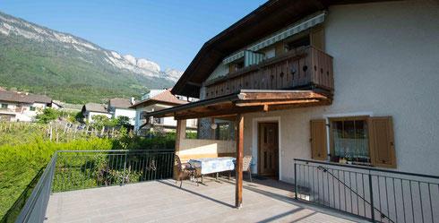 7. Mai: Das Haus Ohnewein hat eine neue Terrasse. In den vergangenen Wochen haben wir unseren beliebten Frühstücksort komplett neu gebaut.
