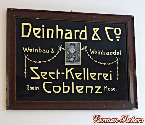 Deinhard & Co Weinbau & Weinhandel - Sektkellerei  Coblenz  - Glasschild mit Goldlinierung  Deutschland um 1900   Einzig bekanntes Exemplar