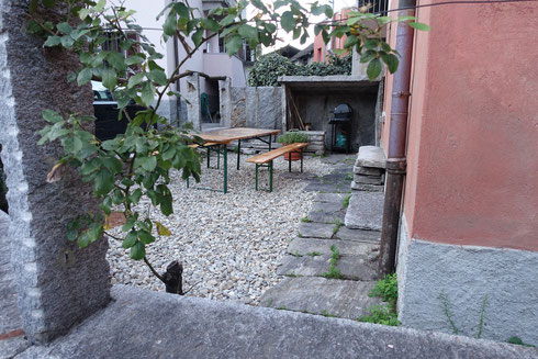 Barbecue terrace: Table for up to 8 persons,  gas barbecue