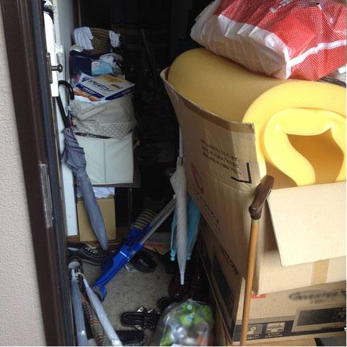 ゴミ屋敷となったビルの一室