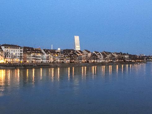 Wunderschöne Vollmond-Begrüssung in Basel