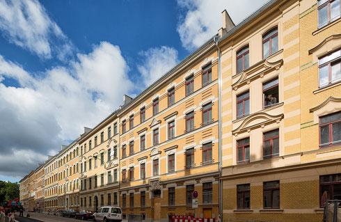 Die sanierten Fassaden in der Rinckartstraße erstrahlen im neuen Glanz.