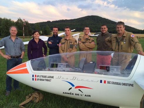 Die Piloten des französischen Segelflugteams wurden von Gert Bräutigam (li.) willkommen geheißen.