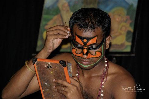 Erleben Sie mit dem Reiseleiter Thorsten Hansen den indischen Bundesstaat Kerala und damit Indien von seiner schönsten Seite. Wir besuchen Kochi und ein Kathakali Theater, fahren mit einem Hausboot durch die Backwaters und begeben uns auf ein Tigertrekkin