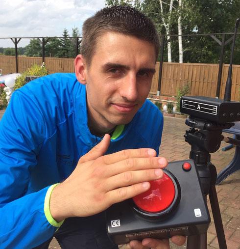 Mit einem roten Knopf lässt sich die Zeitmess-Technik von Carsten Heidel kinderleicht bedienen.
