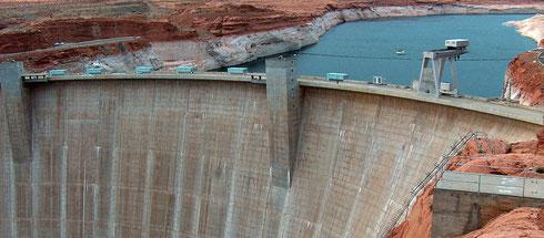 Projektmanagement. Auf dem Bild ist der Hoover-Staudamm zu sehen. Es geht im Projektmanagement bei cbtc darum, Projekte mit Weitsicht sicher durchzuführen.