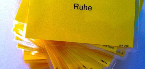 Ganztagsschule Kartenset. Auf dem Foto ein Stapel von Karten. Mit dem exklusiven Set von Ganztagsschule-Karten bereichere ich ihre Workshops um neue Einblicke.