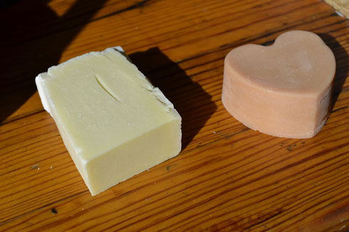 "Soap made with 100% olive oil (without colours or fragrance, left) and soap ""Madame"", with essential oils."
