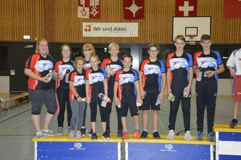 Die Gersauer Jugendriegler durften gerade ihren Preis für den zweiten Platz entgegennehmen (von links): Petra, Livia, Sabrina, Nina, Jael, Gilles, Sven, Reto, Mirco und David.