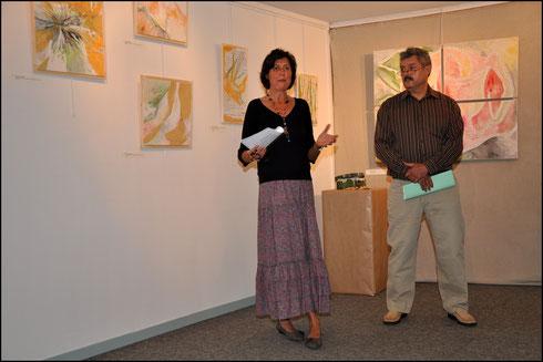 Véronique Arnault et moi-même  avant la lecture lors du vernissage.