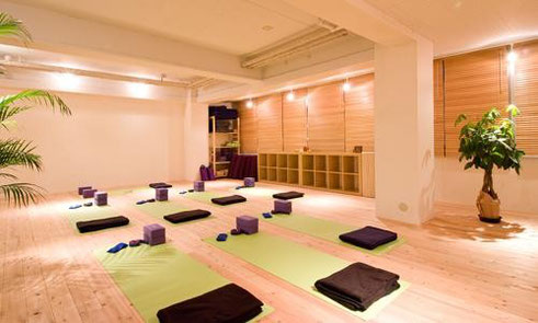 2011年1月 松戸駅前にISHTA YOGA専門スタジオ                    ISHTA YOGA専門【ヨガスタジオbe】を開設