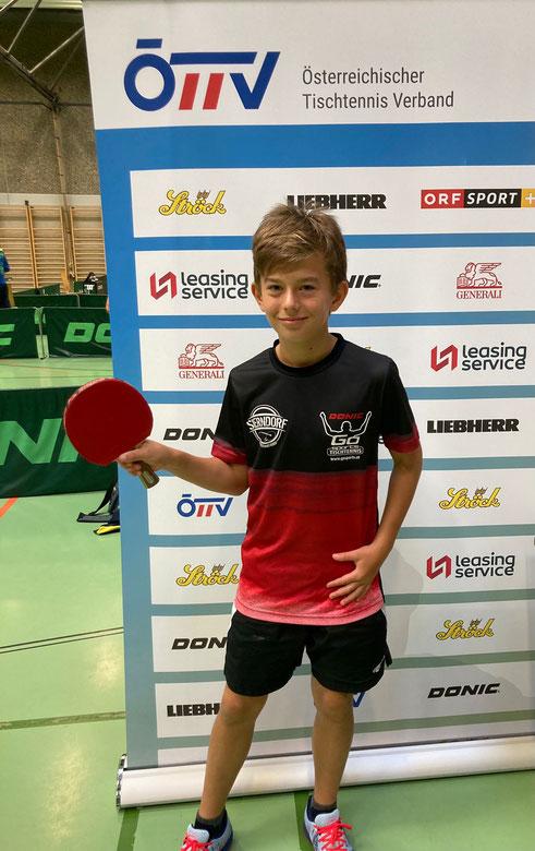 NÖTTV-Förderkaderspieler & TTV-Nachwuchs-Ass Marek Kolodziejczyk durfte beim Austrian Top10 der U13 in Kapfenberg spielen. Marek forderte die starke Konkurrenz über weite Strecken und gewann ein Match. Am Ende gab es den 10. Platz für den TTVler.