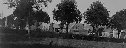 Ein Foto von 1931 zeigt Häuser an der Alten Poststraße. Rechts das Haus von Kattau.