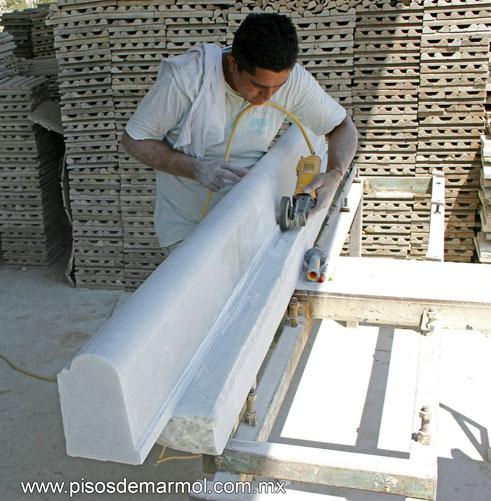 marmol, marmol blanco, marmol blanco molduras, molduras de marmol, precios de molduras de marmol, fabricante de molduras de marmol, pasamanos de marmol, rodapies de marmol, baulastras de marmol, barandales de marmol, artesanias de marmol, fabricante de ma