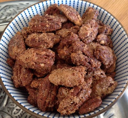 Gesuikerde noten met kaneel.