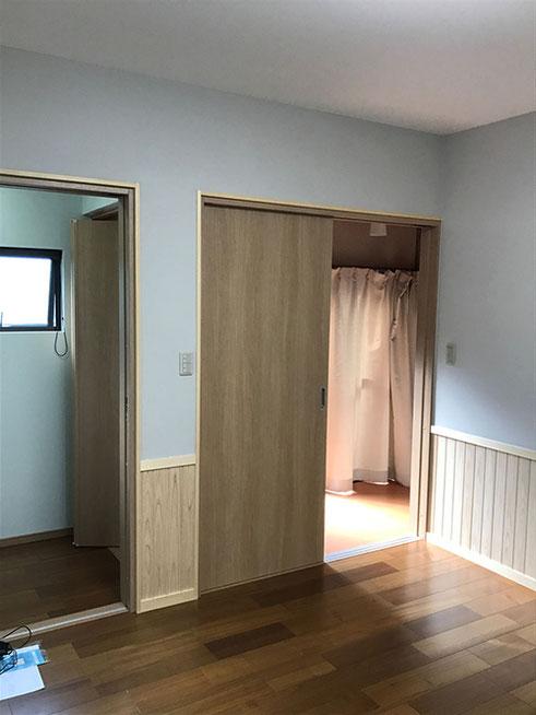 部屋側と廊下側、両方から入れる便利なトイレを新設
