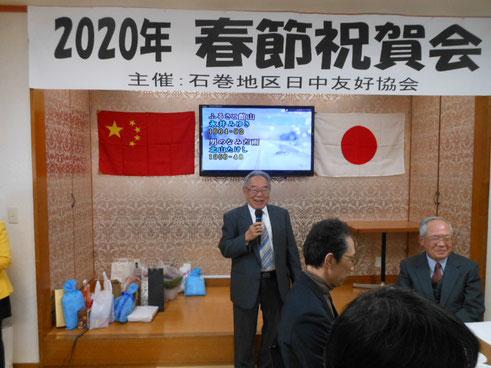 祝辞を述べる江幡武県日中友好協会名誉会長。