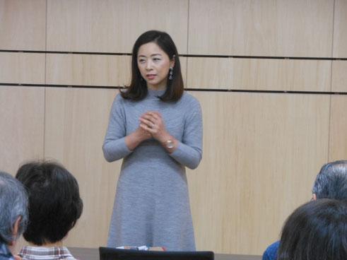 講師の韓劉培霞さん。