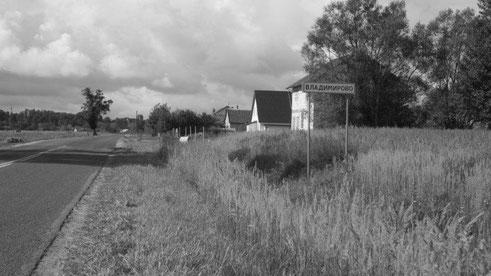 Ortseingang Vladimirovo/Tharau 2012.   Autor: Martin Kunst. Herzlichen Dank für die Bereitstellung und das Einverständnis zur Veröffentlichung