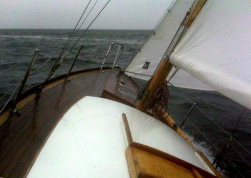 Convoyage vers Quiberon dans le mauvais temps !