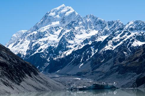 Mount Cook hinter dem Hooker Gletscher in Neuseeland