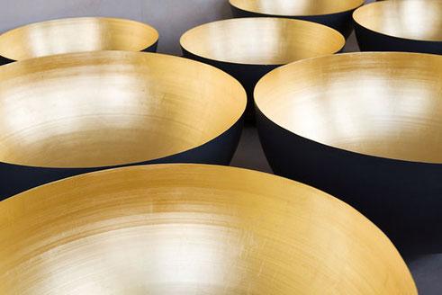 Golden Domes. Diese fertigen wir für eine bundesweite Bistrokette an. Die Halbkugeln dienen als Lampenschirm und haben einen Durchmesser von 80 - 105 cm.