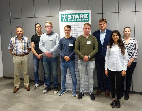 von links nach rechts: Martin Kienzler (Personalleiter), Davide Ianibelli, Nikita Hanemann, Justin Stoll, Martin Mielke, Christian Stark (GF), Didem Simsek, Lisa Preuss
