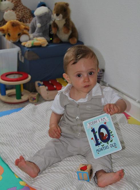 10 mois : le caractère s´affirme, les pleurs et crises se font plus fréquentes