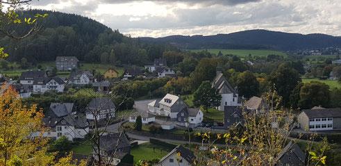 Blick auf die Bonifatius-Kirche in Raumland 04.10.2021